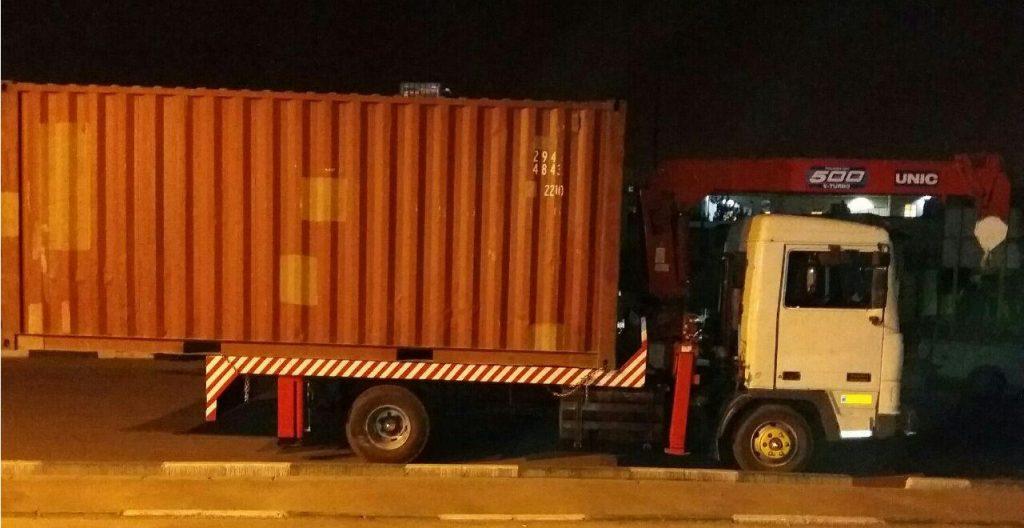 حمل و نقل کانتینر با جرثقیل